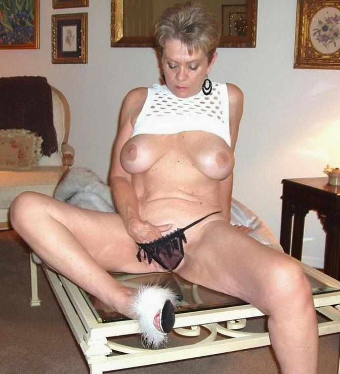 giant tits carmella bing