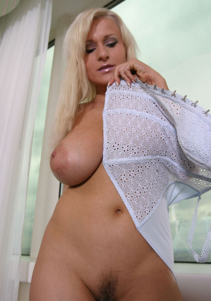 xl girls busty amateur brianna costello