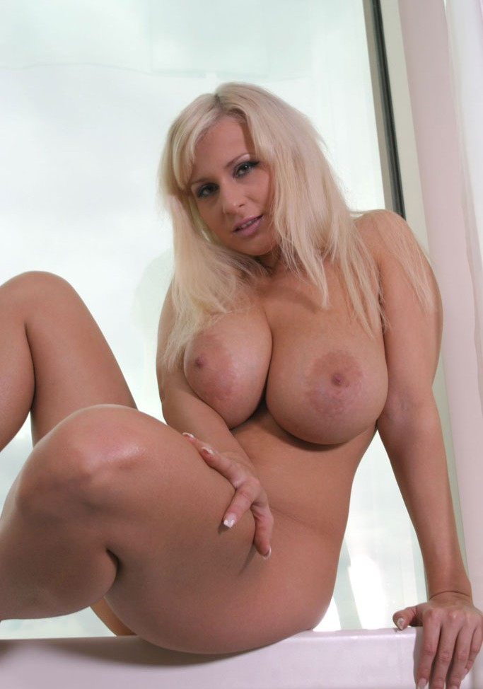 boobs busty lesbeon