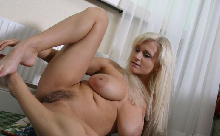 Brianna Costello - Amateurs de gros seins