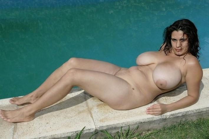 lindsay lohan topless twitter photos
