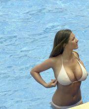 hude boobs naked